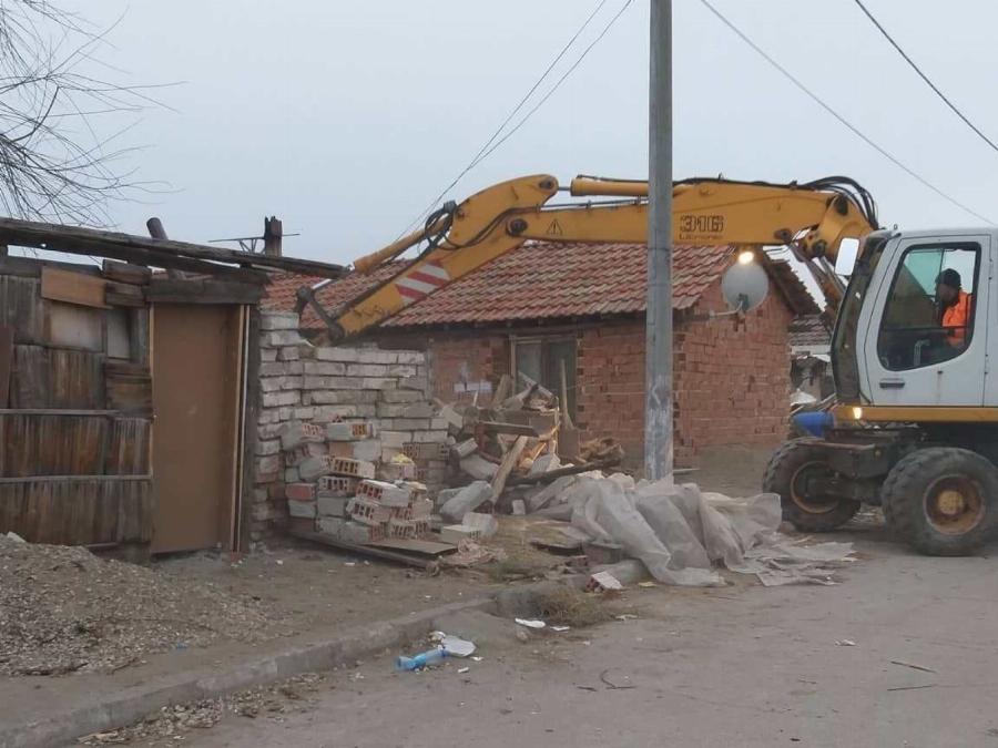 Холандецът: Не само във Войводиново. Да се бутнат всички незаконни гета в България!
