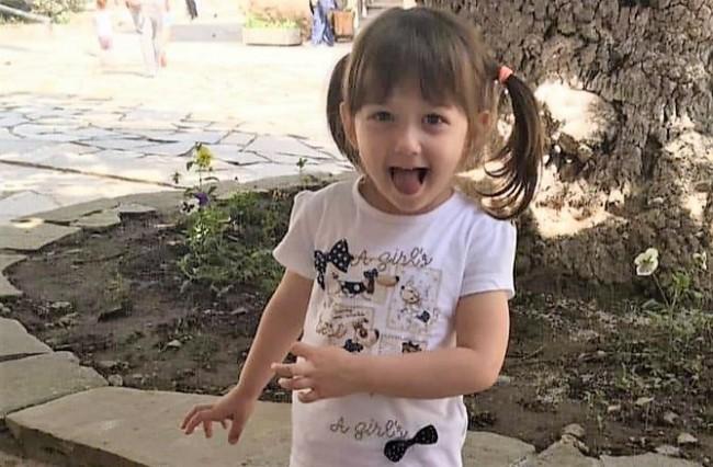 ПОМОГНЕТЕ СПЕШНО! Малката Ева се бори с агресивен рак на главата- сарком на Юинг.