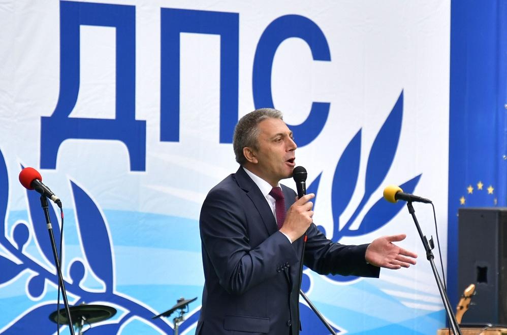 С кандидатурата за президент на Мустафа Карадайъ ДПС обърка вече подредената схема на задкулисието
