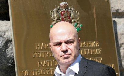 Първан Симеонов предупреди партиите на статуквото, че има защо да се боят от Трифонов.