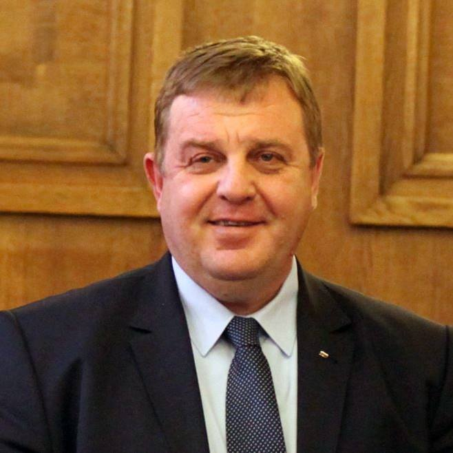 Каракачанов ще подаде оставка, ако ГЕРБ не подкрепят мерките за циганите