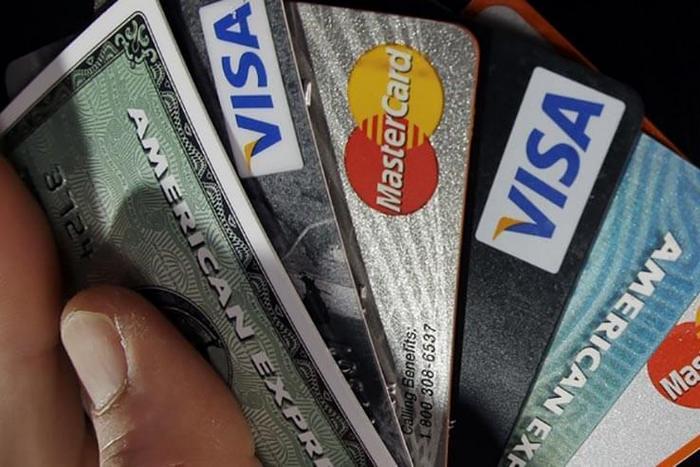 По български: Арестуваните в Бали за източване на кредитни карти, са били издадени от сънародниците си!