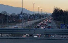 """""""Цариградско шосе"""" в София е блокирано. Километрични опашки заради протест!"""