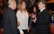 Президентът Радев и съпругата му Десислава са единствените политици на премиерата на Камен Донев.
