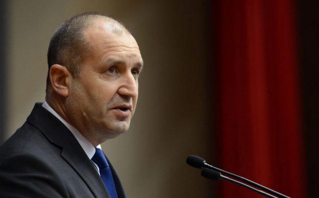 """Президентът Радев предупреди да не се размива темата """"Апартаментгейт"""""""