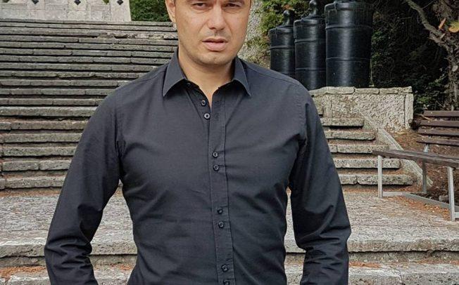 Костадин Костадинов от Възраждане срещу Румен Радев на изборите. Не е доволен от него