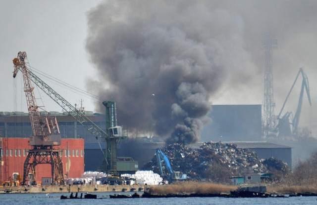 Запали се кораборемонтния завод при Аспаруховия мост