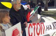 15 човека протестираха против визитата на Медведев с огромни транспаранти