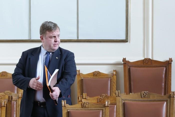 Красимир Каракачанов, че е продавал военни имоти на цени в пъти под пазарните