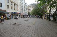 """Луд на площад """"Славейков"""" е пребил охрана при нахлуване в сграда!"""