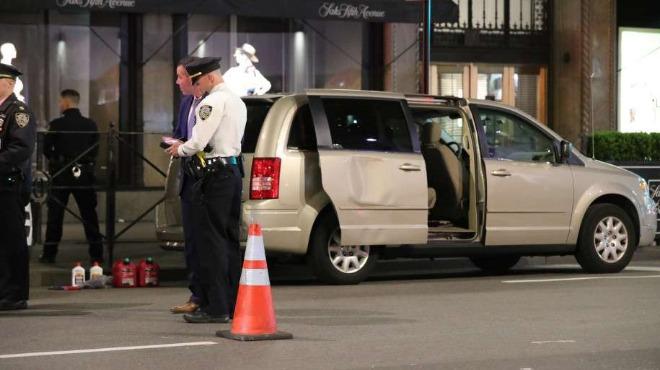 Заловиха съмнителен тип с туби бензин в катедрала в Ню Йорк