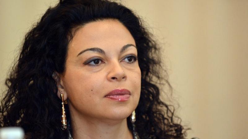 Евгения Банева е с отлично образование и е перфектна за европарламента. Изпратихме ѝ покана.