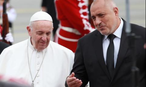Всички са доволни! ГЕРБ отклони вниманието от корупцията с Папата. Папата си направи пиара с бежанците, а православието се защити!