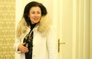Десислава Танева, с награда Златен скункс за скъпи джипове и несъществуващ път с европари, е отново министър!