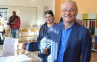 Ахмед Доган по традиция гласува първи.