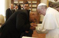 Борисов подари на Папата кисело мляко, с каквото го е хранила баба му като малък!