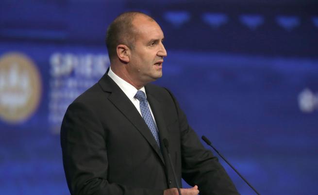 Президентът Радев предупреди за опасността България да се отдалечи от демокрацията!