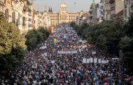 Чехия се тресе от протести, а в България опозицията крепи управляващите!