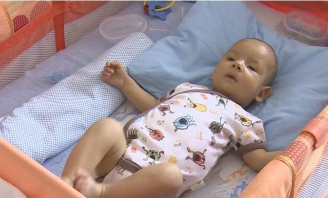 Животоспасяващата трансплантация на бебето Алекс е извършена успешно