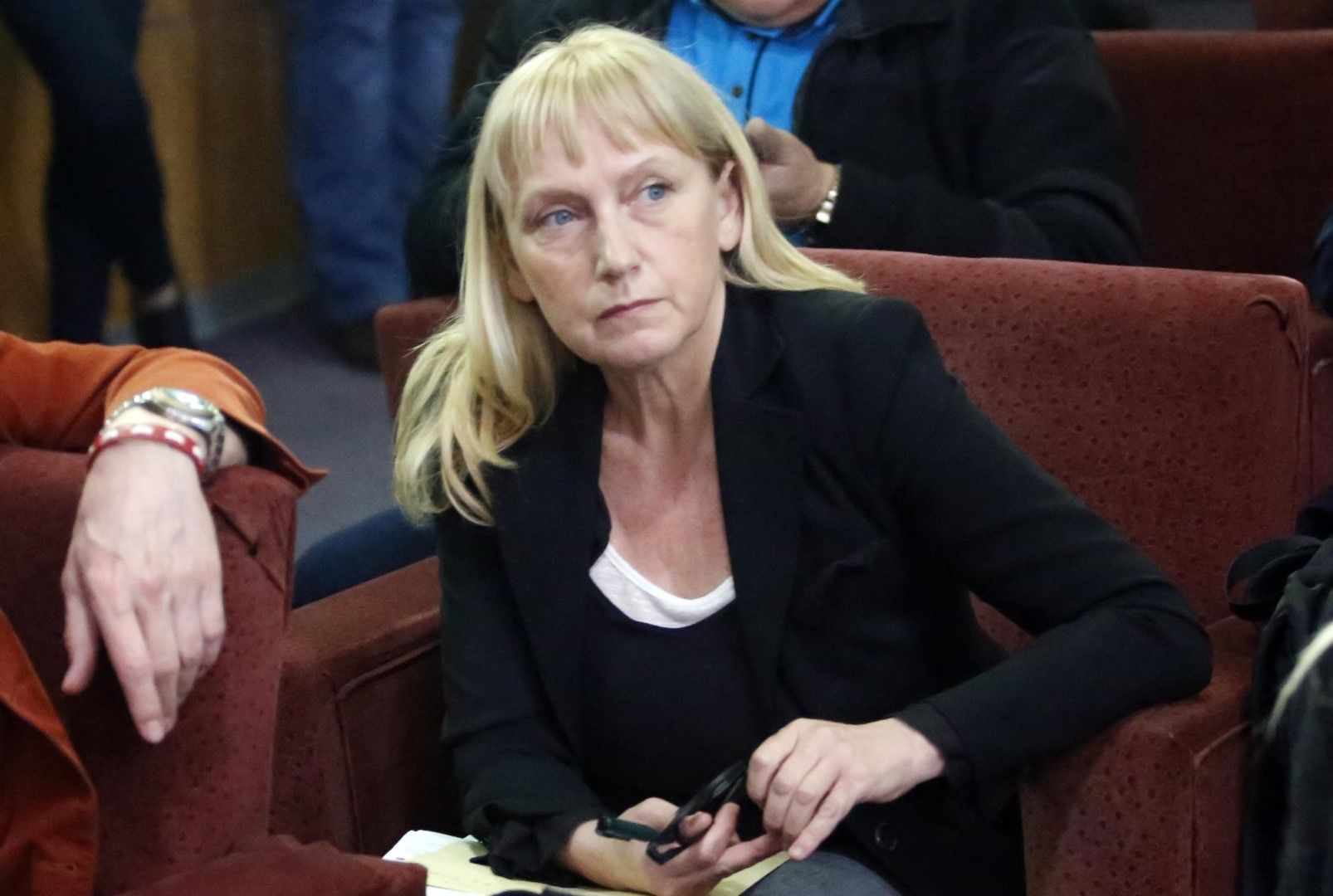 Елена Йончева го закъса. В БСП ще й искат сметка какво прави в Брюксел!?