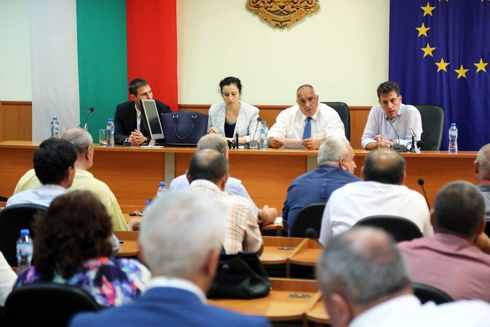 """Премиерът Борисов от Пазарджик: """"Хората ще бъдат компенсирани с по 300 лева на двор"""""""