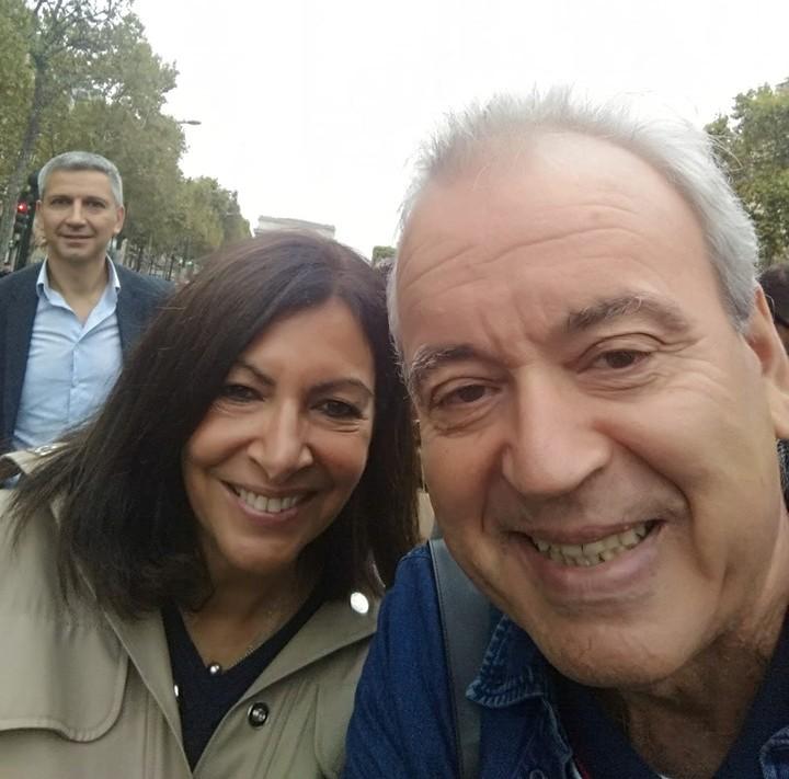 Българският писател Димо Райков с кметицата на Париж