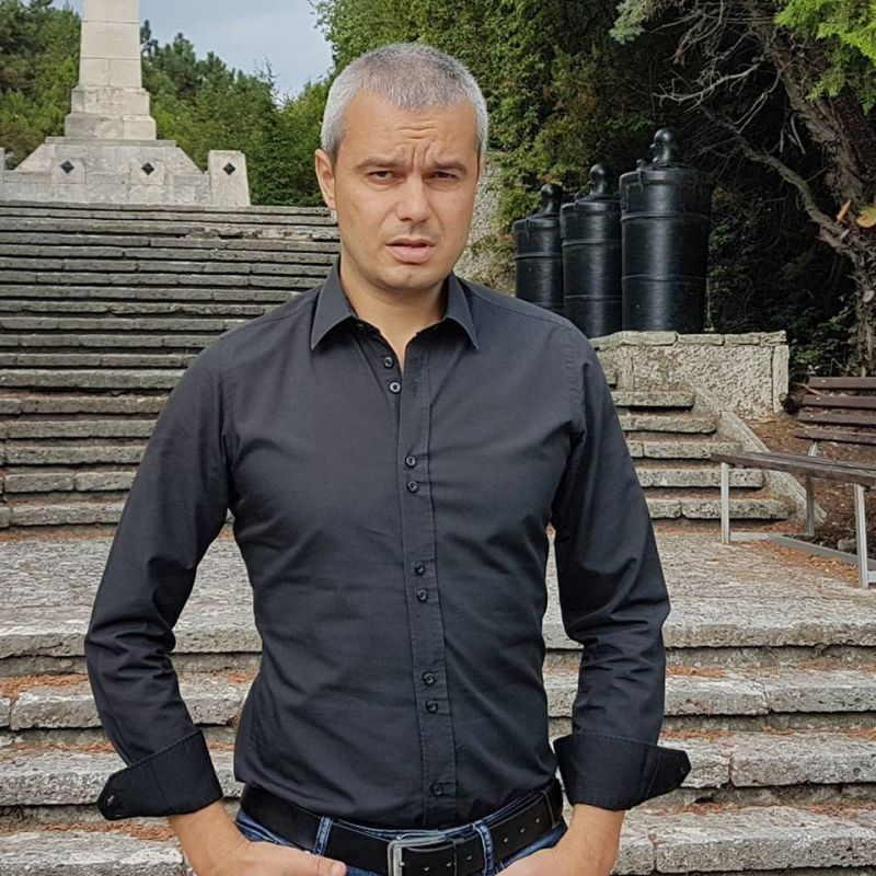 Драми около Костадинов. Красен Кралев му помага във Варна