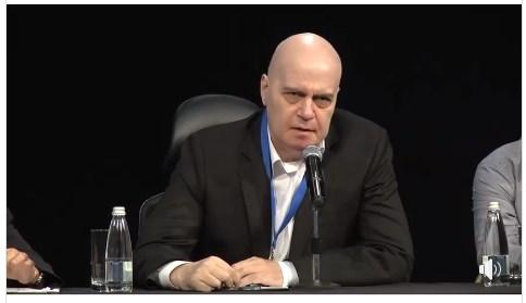 Слави Трифонов: ЕК заявява, че мониторингът над България не е паднал, а външният министър на България заявява, че е паднал. А сега, де!