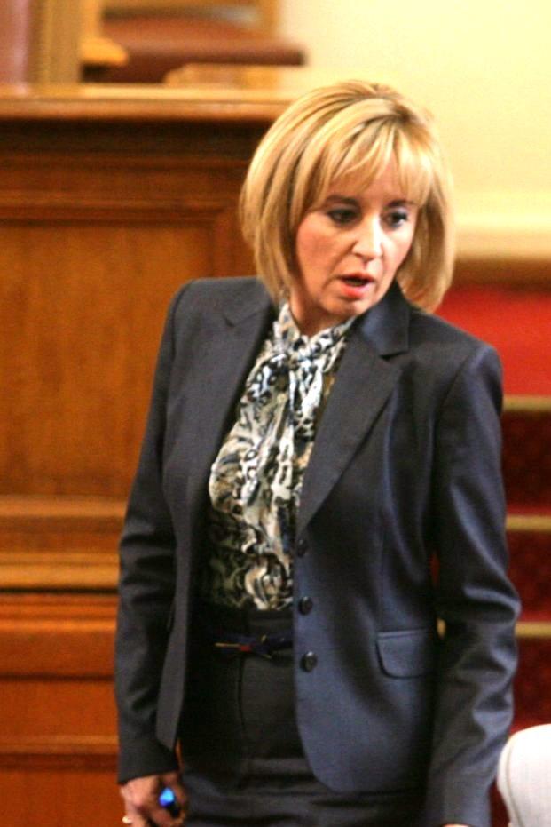 Никой от десните не се ангажира да подкрепи Мая Манолова на балотажа.