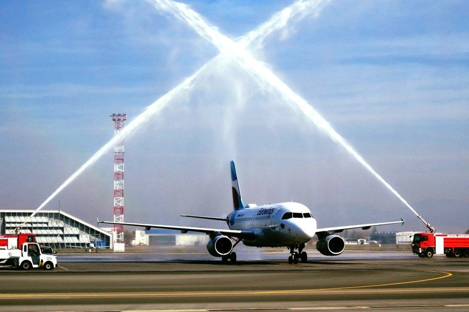С воден салют бе посрещнат първият полет от Дюселдорф на новата за летище София авиокомпания Юроуингс