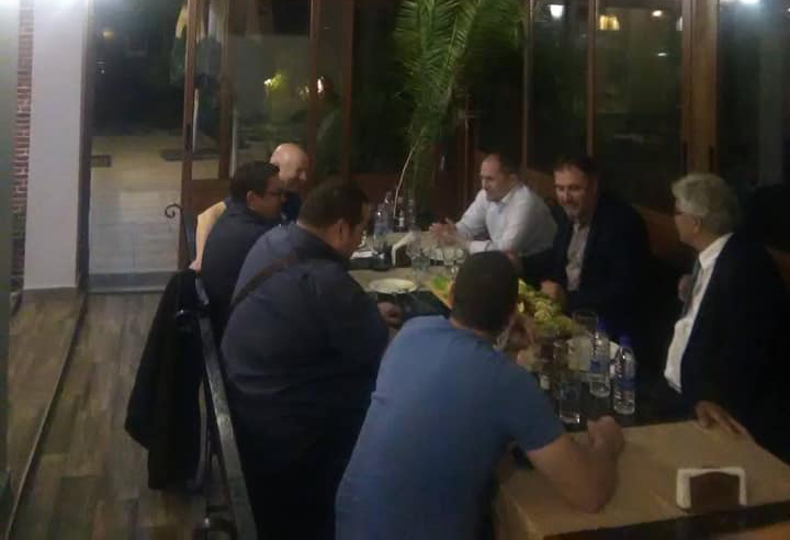 Кандидат за кмет на БСП в Красна поляна, яде и пие с конкурент от ГЕРБ.