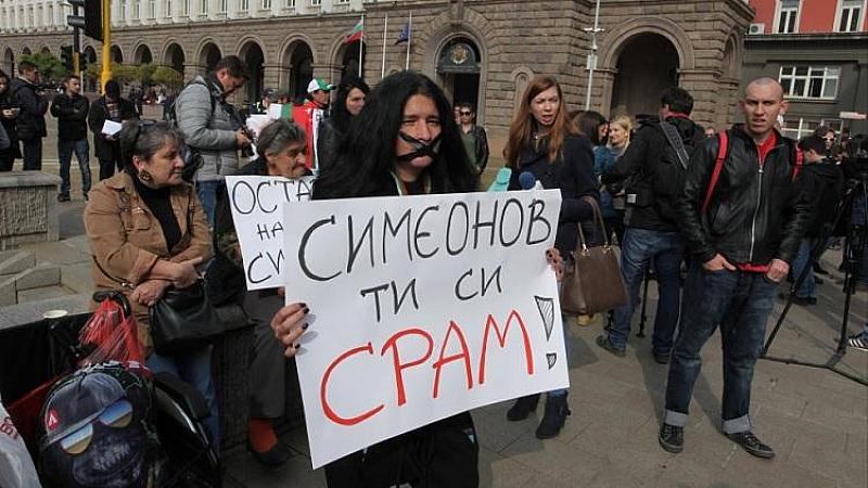 """Майките на деца с увреждания искат оставката на всички депутати, гласували """"за"""" Валери Симеонов да е зам. – председател на Народното събрание."""