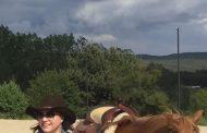 Корнелия Нинова отново яхна коня