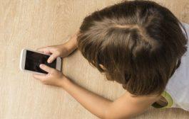 """Давайки на детето си смартфон, вие """"все едно му давате наркотик"""""""
