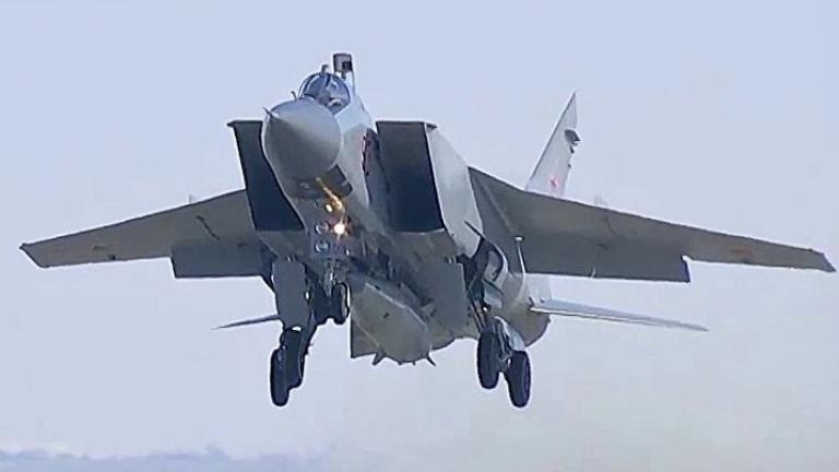 Русия качва и на самолет хиперзвуковата ракета Кинжал.