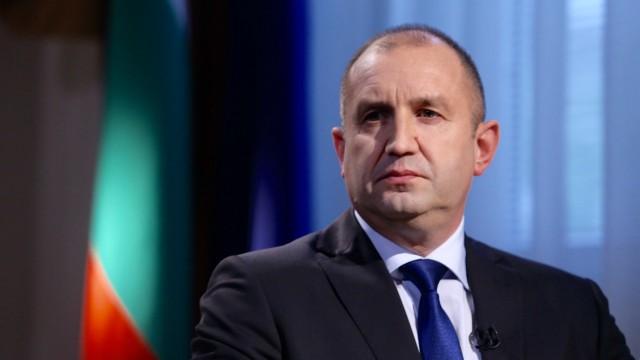 Борисов без да иска вдигна акциите на президента Радев с нелепи оправдания.