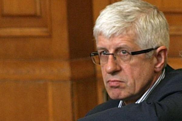 Руските интереси в България се прокарват чрез Румен Овчаров и БСП