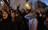 Полиция е стреляла срещу протестиращите в Иран!