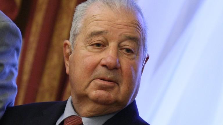 Политици, учени и общественици казаха последно сбогом на академик Сендов