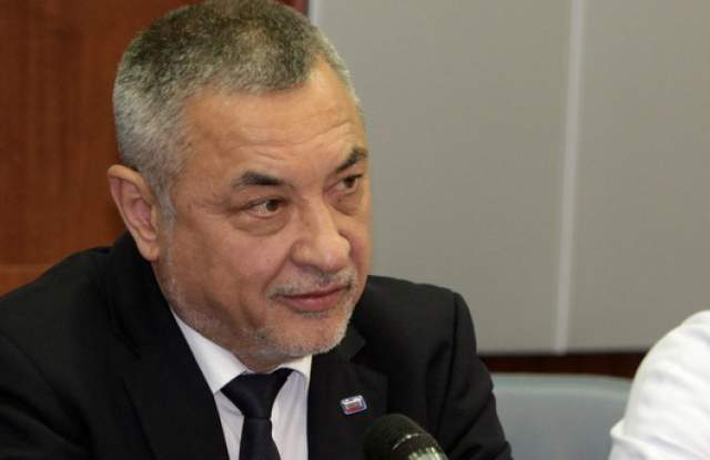 Валери Симеонов ще докара Васил Божков – Черепа в България в белезници.