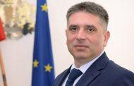 Данаил Кирилов излъга всички и не си подаде оставката, както бе обещал!