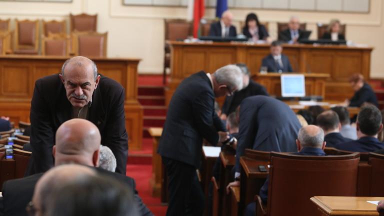 Милен Михов и Павел Шопов бяха разтървани от квестори в парламента!