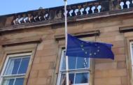Правителствената сграда в Единбург бе осветена в синьо