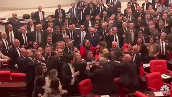 Масов бой в турския парламент заради Сирия!