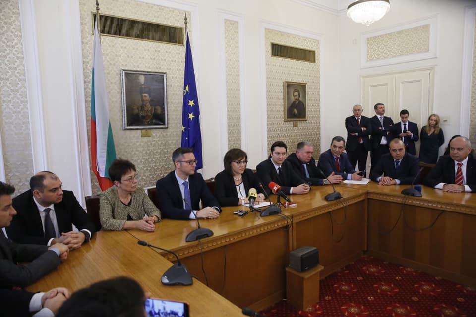 """Корнелия Нинова срещу Борисов: """"Борисов всява паника, правителството закъсня с реакцията си!"""""""