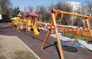 Затварят паркове и детски площадки, само кучета на разходка