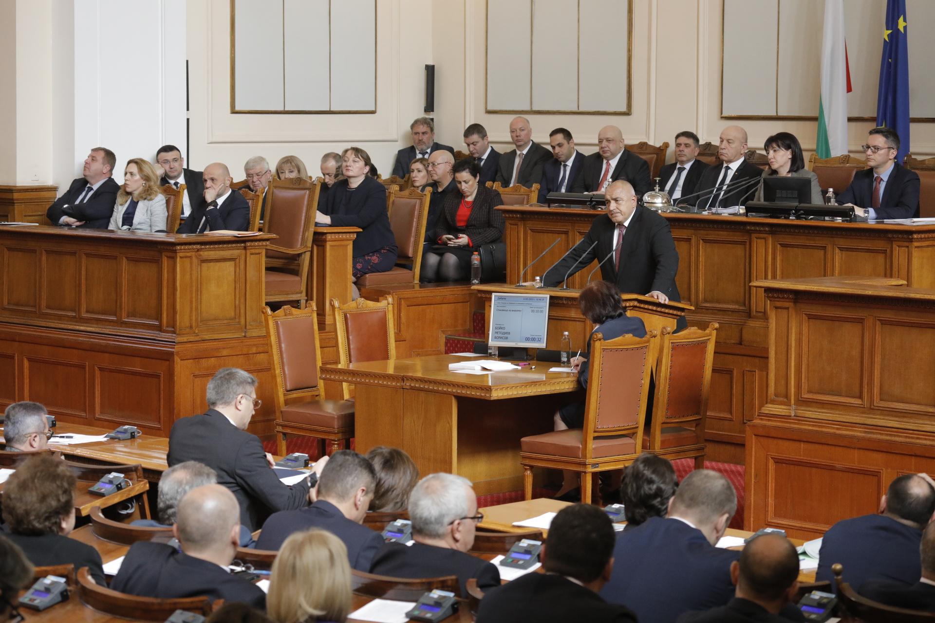 Парламентът се съгласи с президента Радев и гласува закона за извънредното положение.