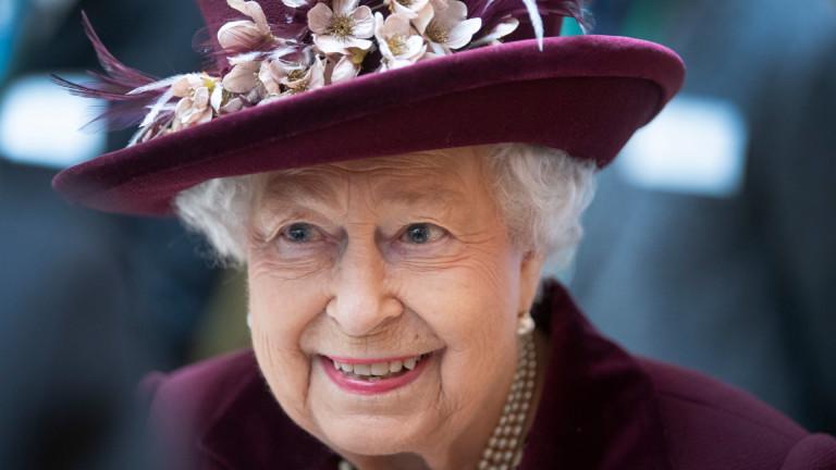 Драконовски мерки за сигурност: Кралица Елизабет е напуснала Бъкингамския дворец