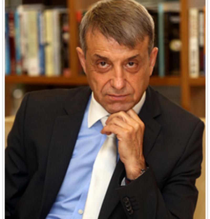 Проф. Коста Костов: Търпим управлението на малообразовани и крадливи мерзавци