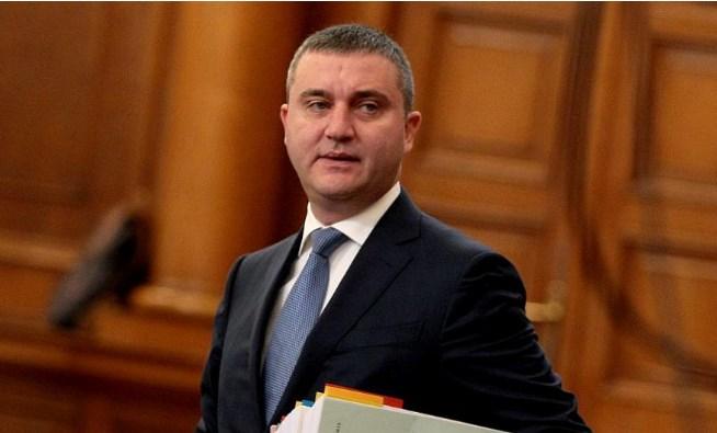Владислав Горанов бойкотира решението на Обединени патриоти и ГЕРБ за 9 процента ДДС в хотелиерския бранш.